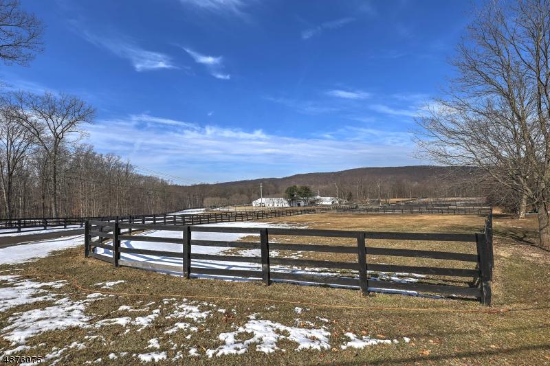 Частный односемейный дом для того Продажа на 80 U.S. Highway 206 Chester, Нью-Джерси 07930 Соединенные Штаты
