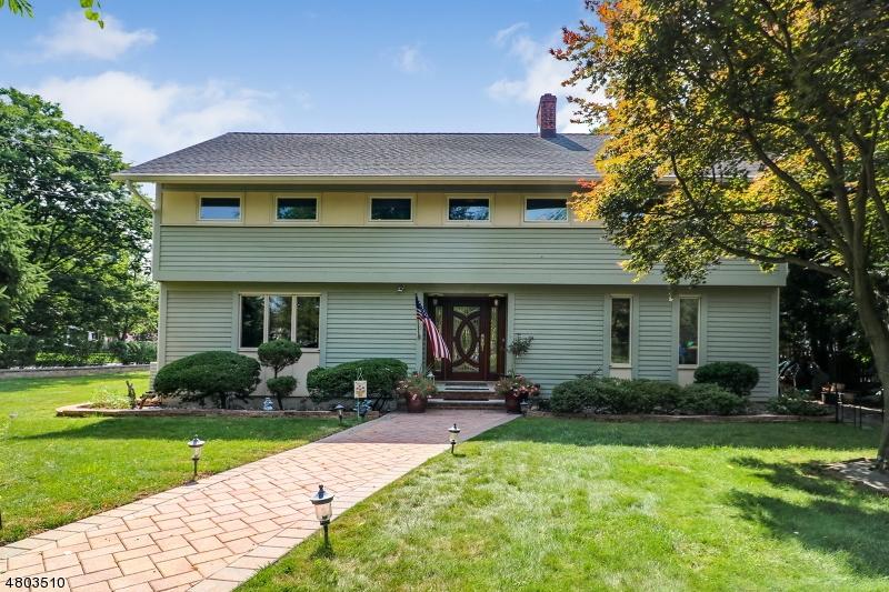 Villa per Vendita alle ore 408 Casino Avenue Cranford, New Jersey 07016 Stati Uniti