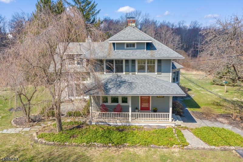 Частный односемейный дом для того Продажа на 124 ROUNSEVILLE Hampton, Нью-Джерси 08827 Соединенные Штаты