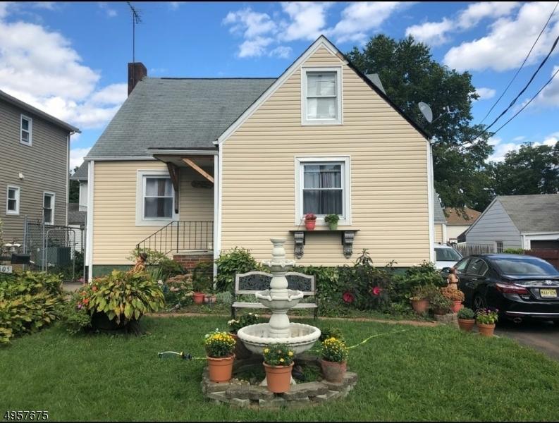 Single Family Homes للـ Sale في Roselle, New Jersey 07203 United States