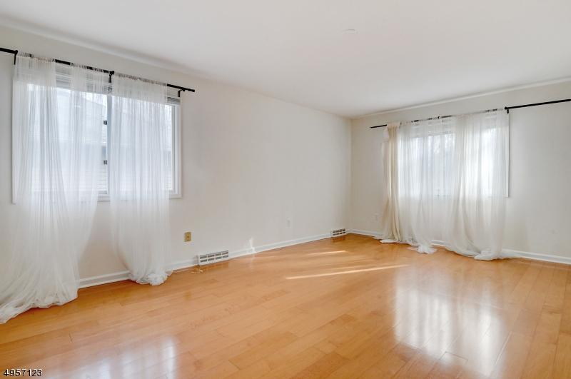 Additional photo for property listing at 7 HUNTERS Circle Tewksbury Township, Нью-Джерси 08833 Соединенные Штаты