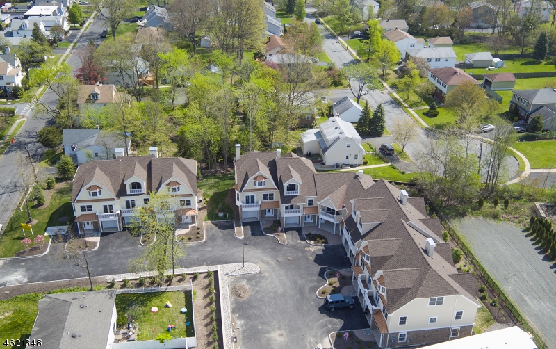 Maison unifamiliale pour l Vente à 10 RIVERBEND COURT New Providence, New Jersey 07974 États-Unis
