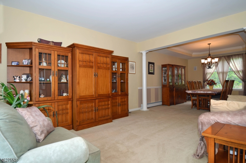 Additional photo for property listing at 7 Briarwood Way  Haledon, Nueva Jersey 07508 Estados Unidos