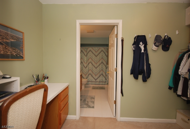 Additional photo for property listing at 220 4th Street  Dunellen, New Jersey 08812 États-Unis