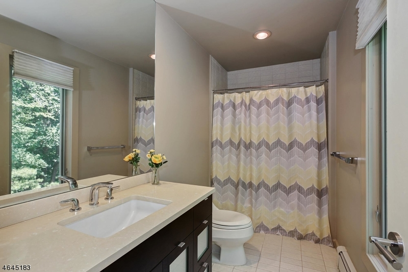 Additional photo for property listing at 22 Canterbury Lane  Watchung, New Jersey 07069 États-Unis