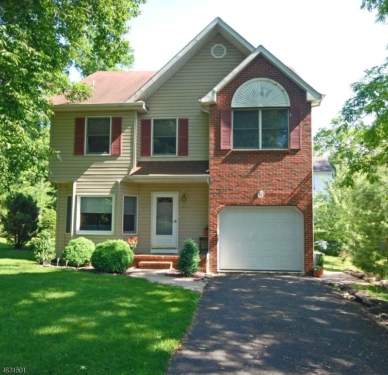 Casa Unifamiliar por un Venta en 220 4th Street Dunellen, Nueva Jersey 08812 Estados Unidos