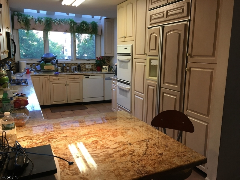 Additional photo for property listing at 29 Schindler Ter  West Orange, Нью-Джерси 07052 Соединенные Штаты