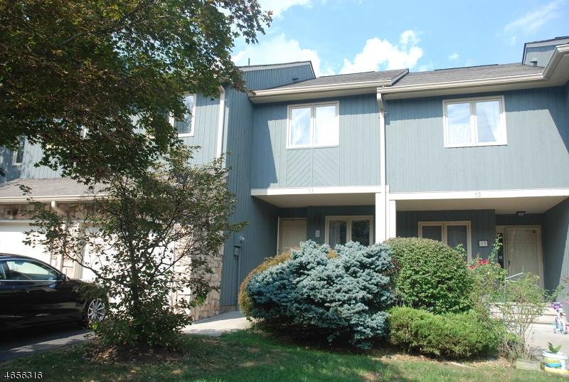 Maison unifamiliale pour l Vente à 11 BOND Street Bridgewater, New Jersey 08807 États-Unis