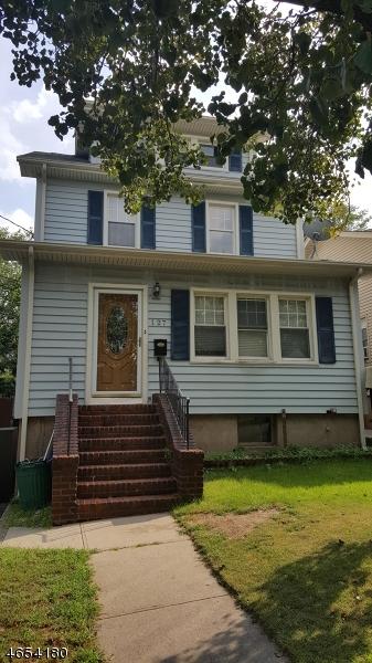 Maison unifamiliale pour l Vente à 127 W 4th Street Clifton, New Jersey 07011 États-Unis