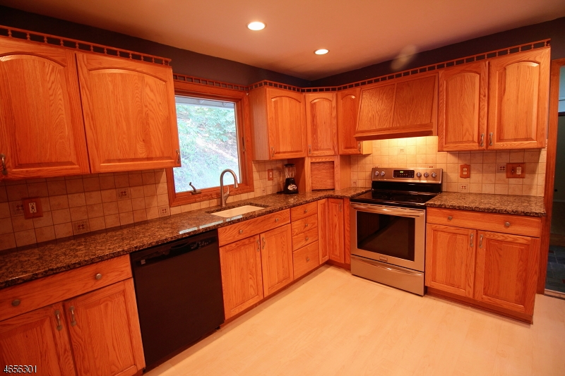 Additional photo for property listing at 89 Hook Mountain Road  Montville, Нью-Джерси 07045 Соединенные Штаты