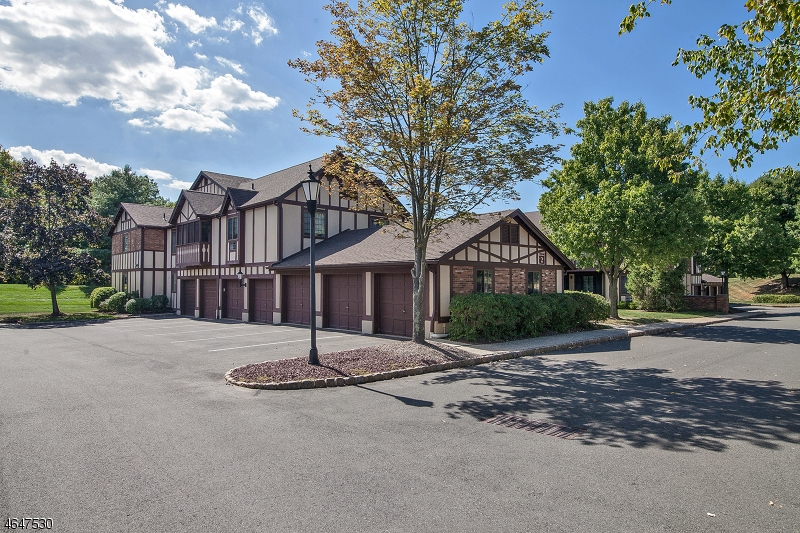 Additional photo for property listing at 2B AVON Court  Chatham, New Jersey 07928 États-Unis
