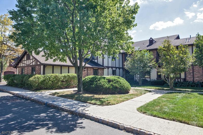 Maison unifamiliale pour l Vente à 2B AVON Court Chatham, New Jersey 07928 États-Unis