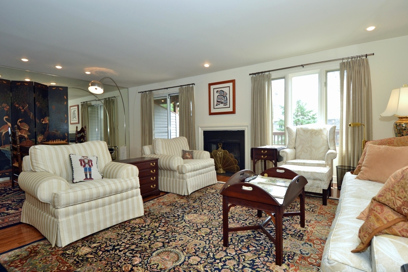 Additional photo for property listing at 20 Macoun Drive  Mahwah, New Jersey 07430 United States
