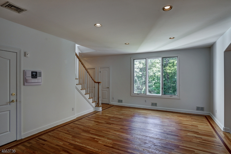 Additional photo for property listing at 25 KRISTY LANE  Watchung, New Jersey 07069 États-Unis
