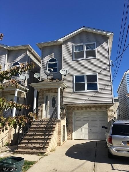 Частный односемейный дом для того Аренда на 211 Fulton St 1st Fl Elizabeth, 07206 Соединенные Штаты