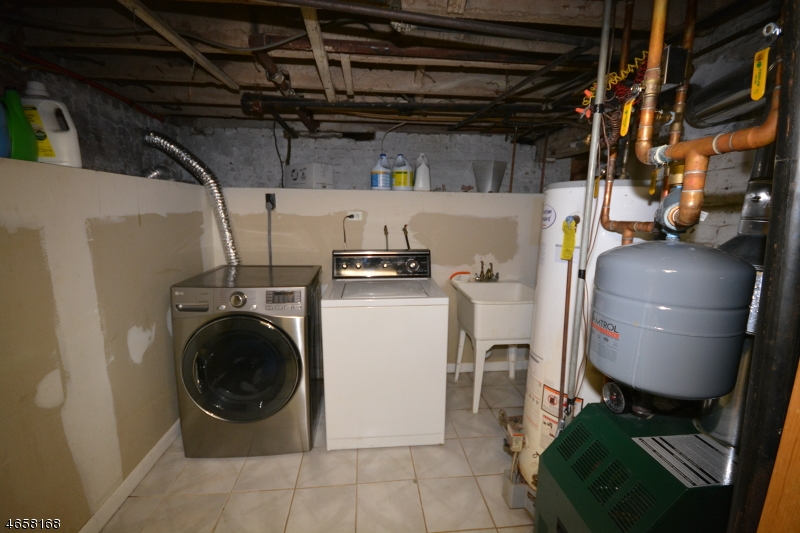 Additional photo for property listing at 347-349 6TH Avenue  Paterson, New Jersey 07524 États-Unis