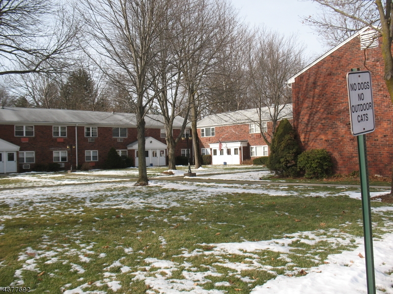 Частный односемейный дом для того Аренда на 105 Regency Park Ramsey, Нью-Джерси 07446 Соединенные Штаты