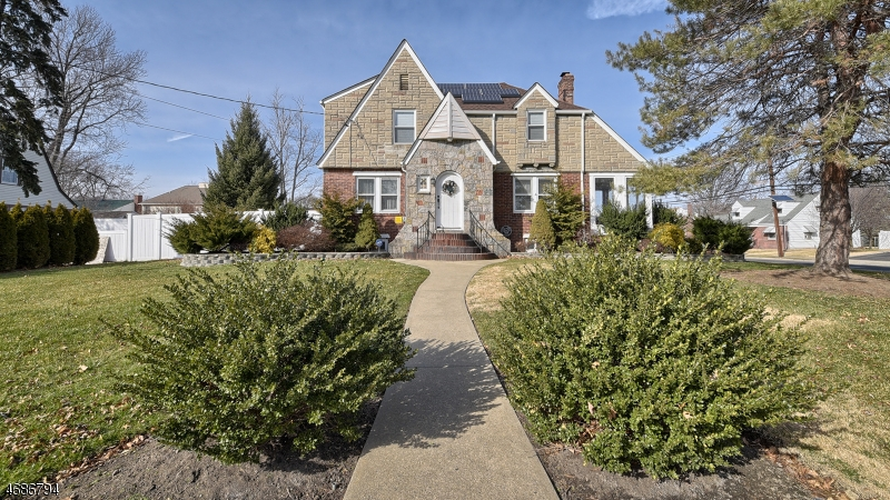 Single Family Home for Sale at 61 N Leswing Avenue Saddle Brook, 07663 United States