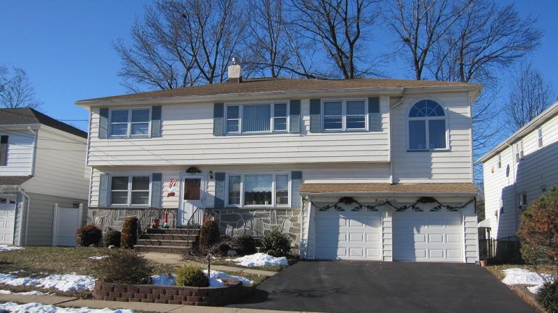 Частный односемейный дом для того Аренда на 1321 Woodruff Place Union, Нью-Джерси 07083 Соединенные Штаты
