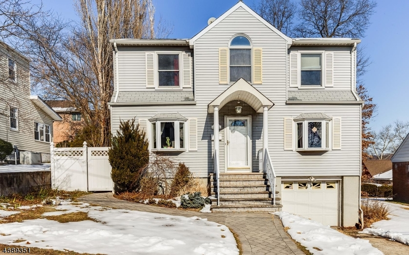Single Family Home for Sale at 807 Elizabeth Street Ridgefield, New Jersey 07657 United States