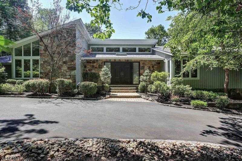 Частный односемейный дом для того Продажа на 22 Canterbury Lane Watchung, 07069 Соединенные Штаты