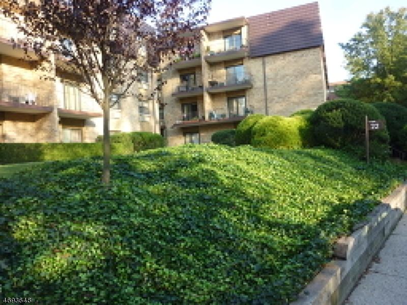 Maison unifamiliale pour l à louer à 22 Riverside Dr, APT B4 Cranford, New Jersey 07016 États-Unis
