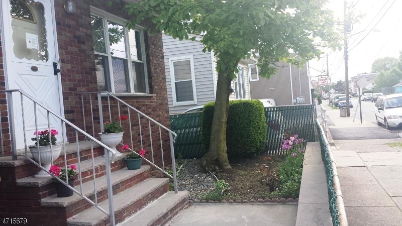 Многосемейный дом для того Продажа на 152 Division Avenue Garfield, Нью-Джерси 07026 Соединенные Штаты