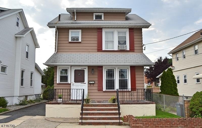 Частный односемейный дом для того Продажа на Address Not Available Lyndhurst, Нью-Джерси 07071 Соединенные Штаты