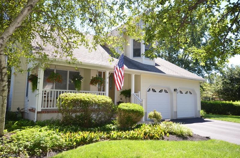 Enfamiljshus för Försäljning vid 5 RACHEL COURT Clinton, New Jersey 08809 Usa