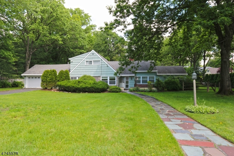 Single Family Home for Rent at 649 Westbrook Road Ridgewood, New Jersey 07450 United States