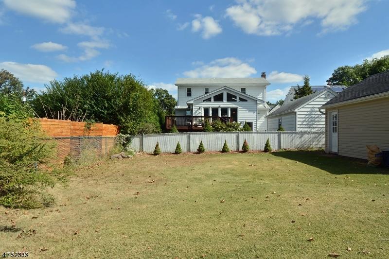 Casa Unifamiliar por un Venta en 328 Mayhill Street Saddle Brook, Nueva Jersey 07663 Estados Unidos