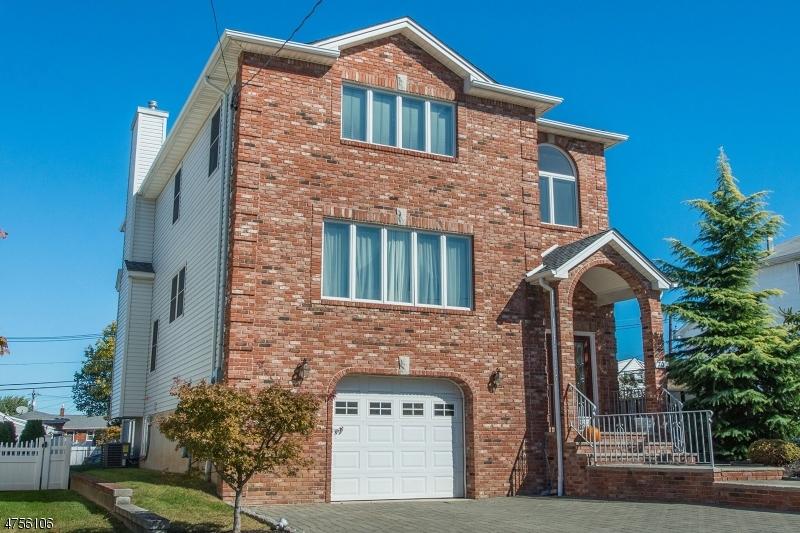 Maison unifamiliale pour l Vente à 70 Bayliss Street North Arlington, New Jersey 07031 États-Unis