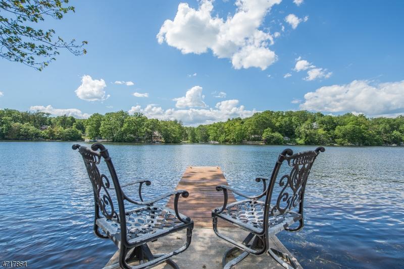 独户住宅 为 销售 在 129 Point Breeze Drive 西米尔福德, 新泽西州 07421 美国