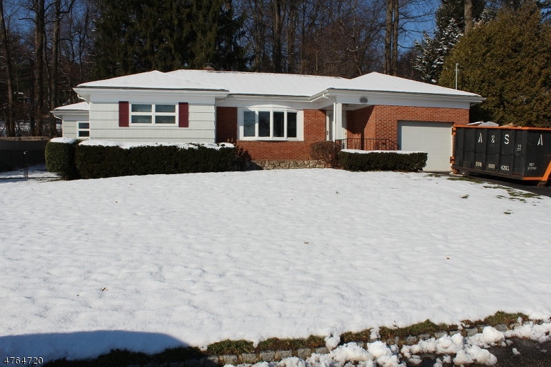 Частный односемейный дом для того Продажа на 1330 Hidden Circle Mountainside, Нью-Джерси 07092 Соединенные Штаты