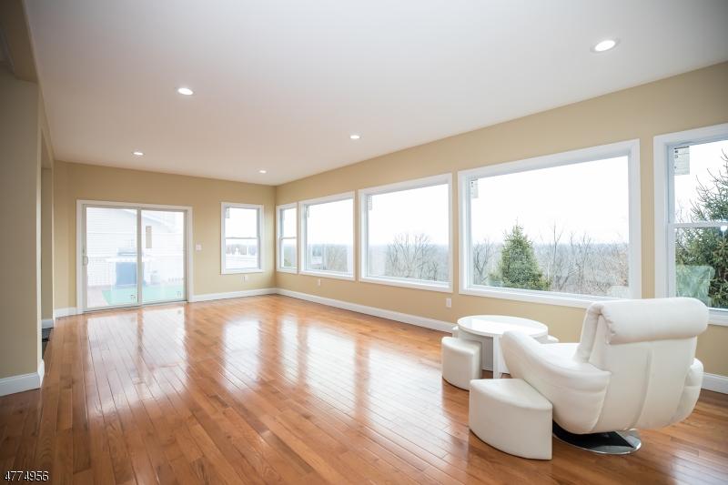 Частный односемейный дом для того Продажа на 17 Red Bud Lane 17 Red Bud Lane Dunellen, Нью-Джерси 08812 Соединенные Штаты