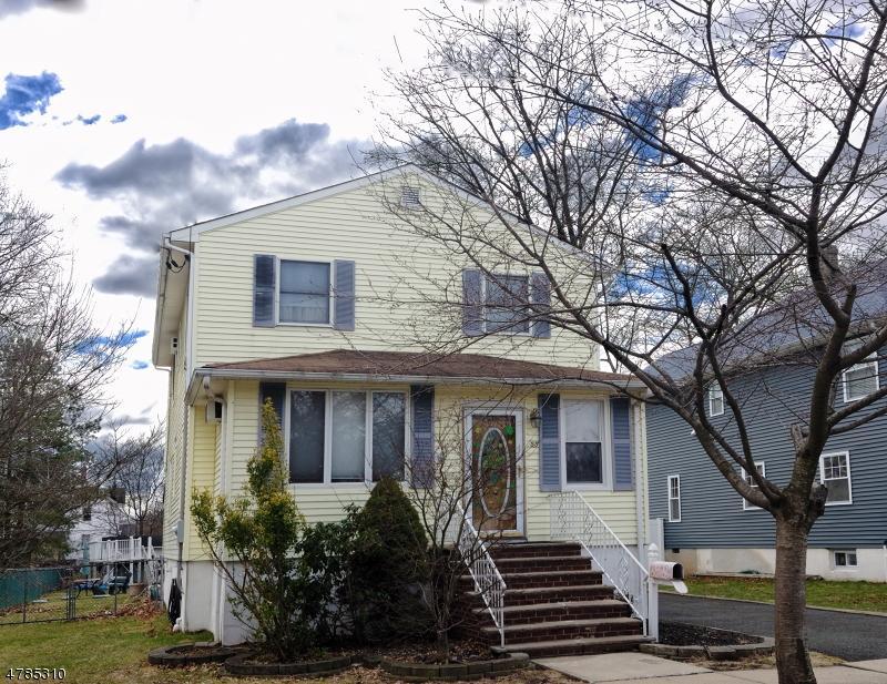 Maison unifamiliale pour l Vente à 55 4th Avenue Garwood, New Jersey 07027 États-Unis