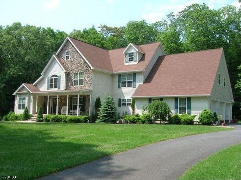 Частный односемейный дом для того Продажа на 5 Heron Way 5 Heron Way Andover, Нью-Джерси 07821 Соединенные Штаты