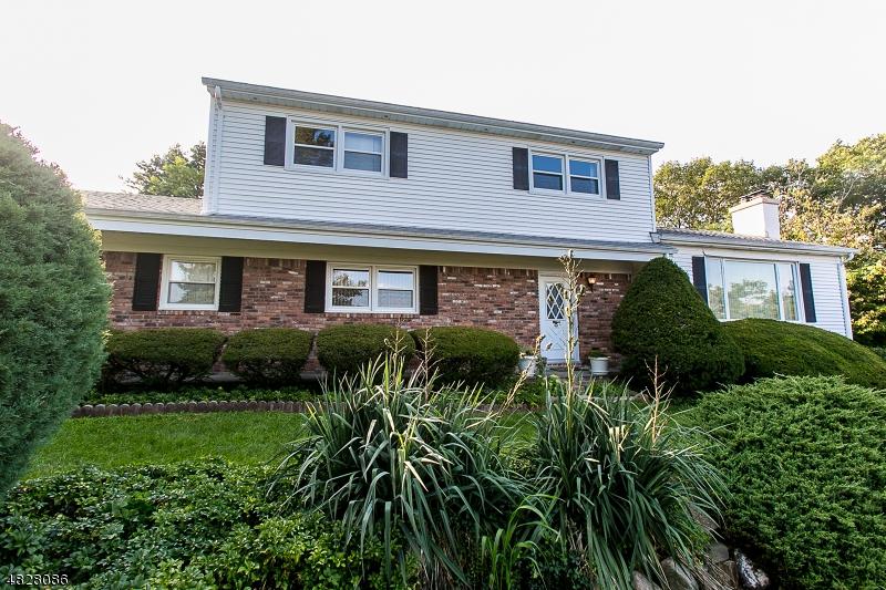 Casa Unifamiliar por un Venta en 33 LINCOLN Road Kinnelon, Nueva Jersey 07405 Estados Unidos