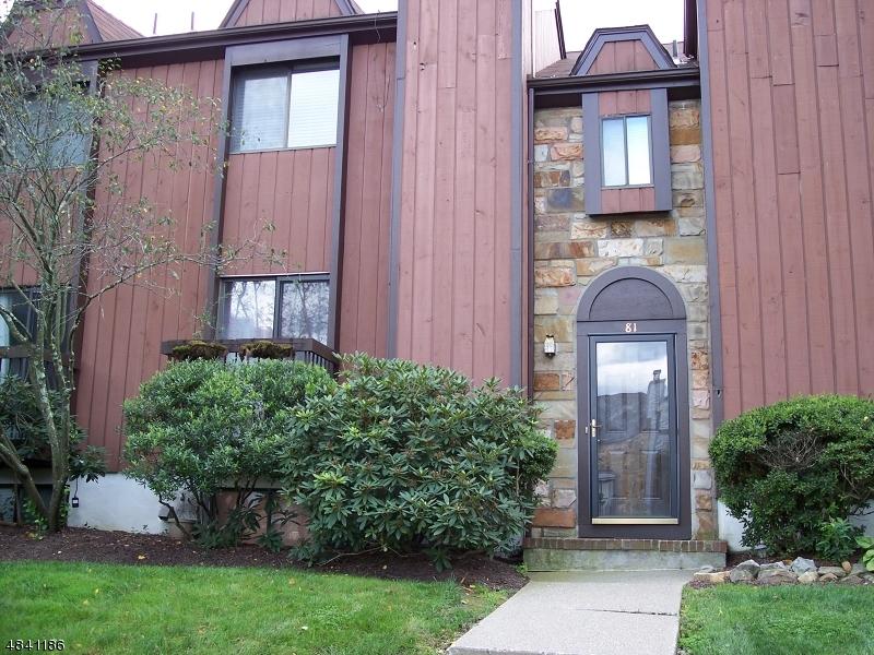 Condo / Radhus för Försäljning vid 81 NOTTINGHAM SQ Washington, New Jersey 07840 Usa