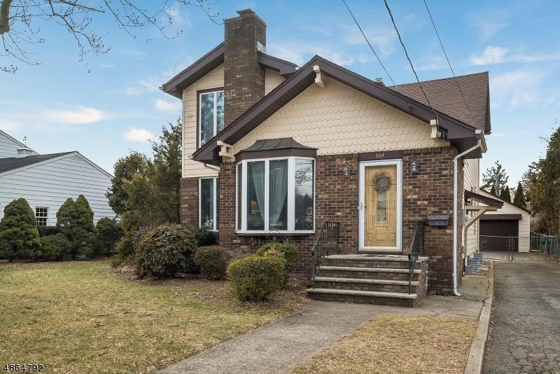 Maison unifamiliale pour l Vente à 664 LINCOLN Avenue Pompton Lakes, New Jersey 07442 États-Unis