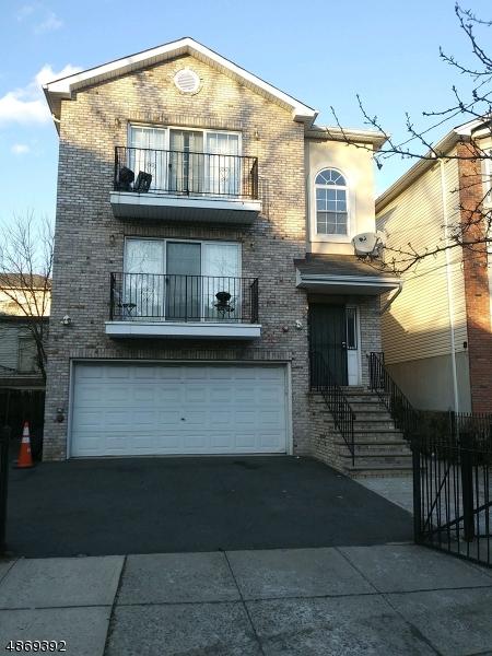 Maison avec plusieurs logements pour l Vente à 146 19TH Avenue Irvington, New Jersey 07111 États-Unis