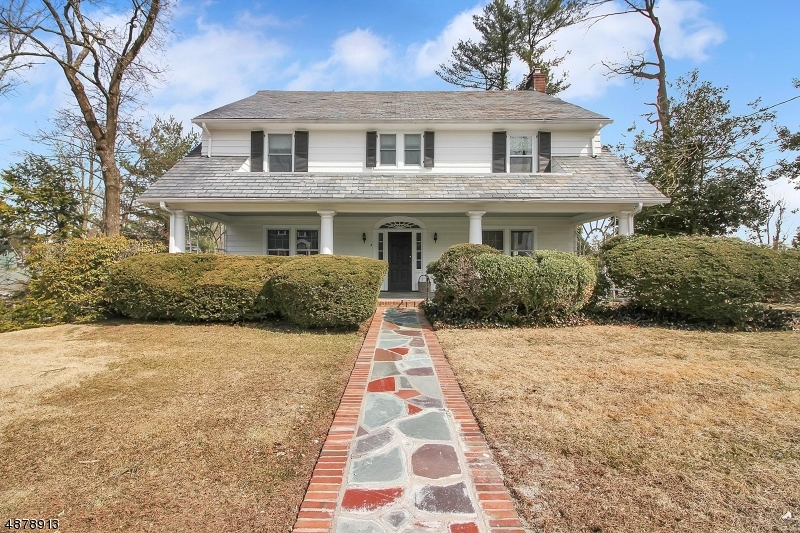 Single Family Home for Sale at 4 Green Hill Rd 4 Green Hill Rd Morristown, New Jersey 07960 United States