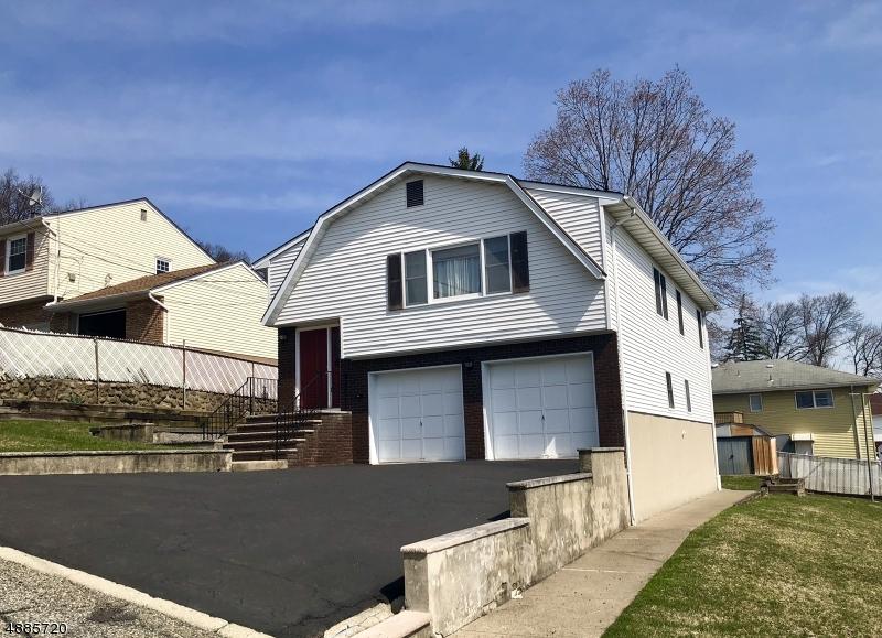 Maison unifamiliale pour l Vente à 12 CYPRESS Avenue Haledon, New Jersey 07508 États-Unis