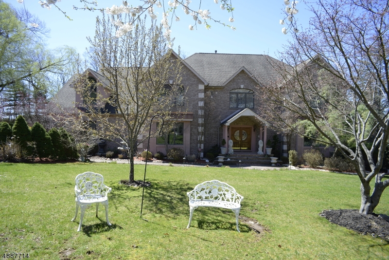 Single Family Home for Sale at 2 VIZCAYA Court Wayne, New Jersey 07470 United States