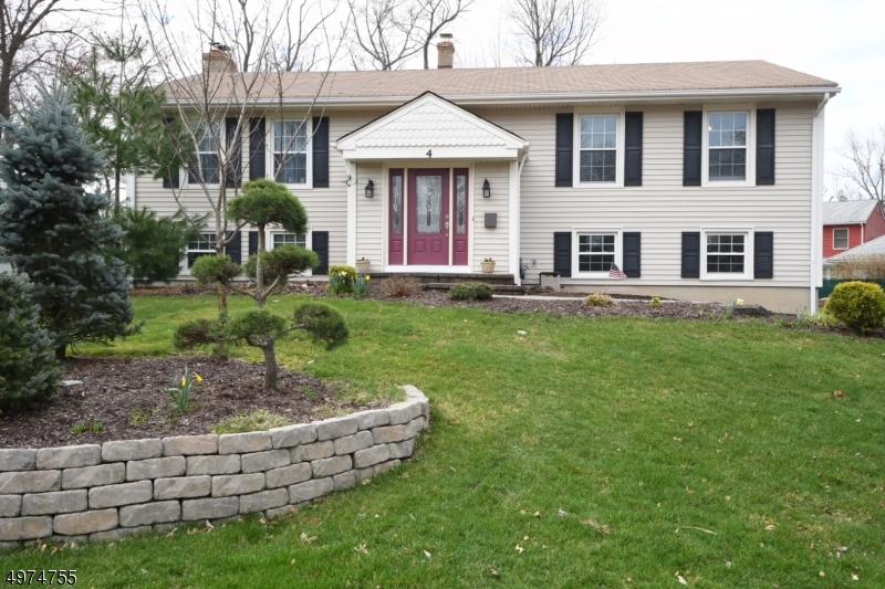 Single Family Homes для того Продажа на 4 WEDLAKE Court Midland Park, Нью-Джерси 07432 Соединенные Штаты