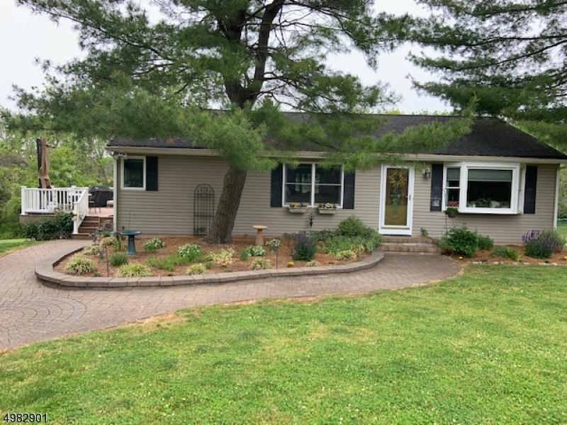 Single Family Homes 为 销售 在 East Amwell, 新泽西州 08551 美国