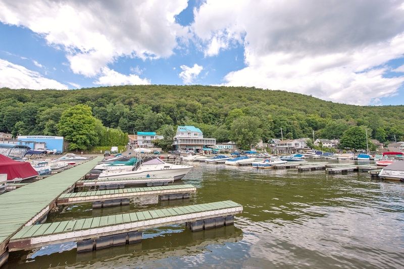 Commercial pour l Vente à 634 Jersey Avenue Greenwood Lake, New York 10925 États-Unis