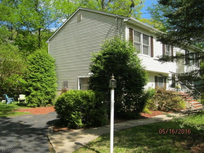 Casa Unifamiliar por un Venta en 10 Appleseed Road Sussex, Nueva Jersey 07461 Estados Unidos
