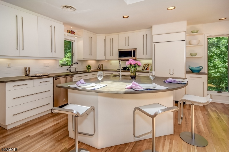 Additional photo for property listing at 325 Ravine Drive  South Orange, Nueva Jersey 07079 Estados Unidos
