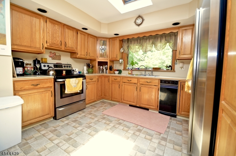 Additional photo for property listing at 64 SHARON Court  Newton, Нью-Джерси 07860 Соединенные Штаты